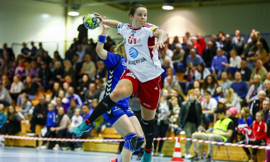 TAP I MESTERLIGAEN: Kristina Rosten og Larvik, her fra sluttspillet i Norge i fjor i første kvartfinale i sluttspillet i fjor, tapte sin andre kamp i mesterligaen i kveld. Foto: Terje Pedersen / NTB Scanpix