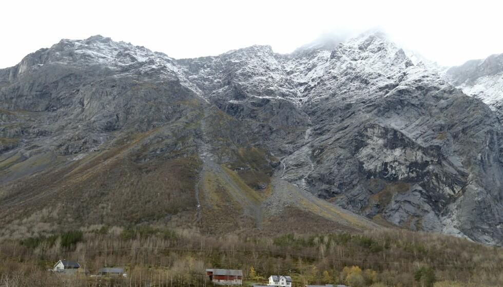 RØDT: Det er igjen fare for ras i fjellpartiet Mannen i Romsdal. Foto: Scanpix