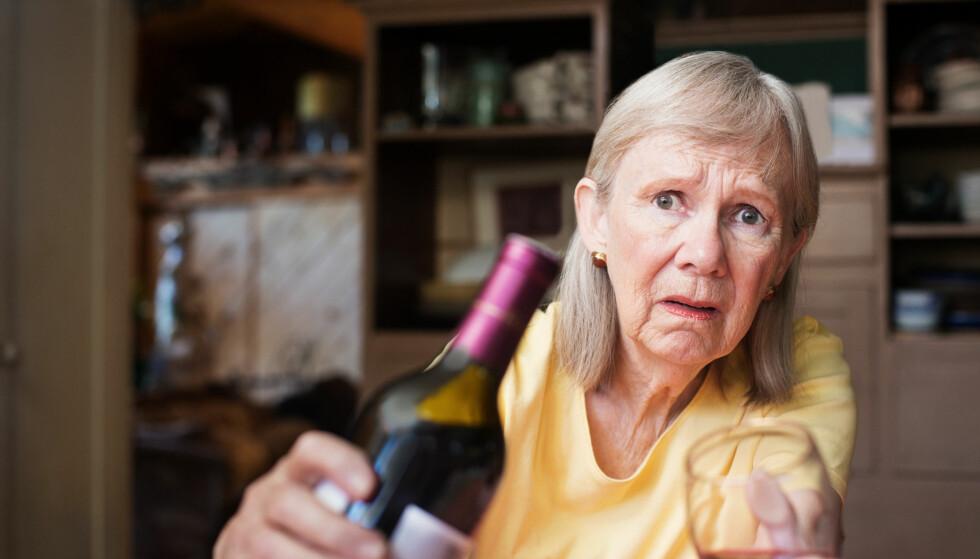 DET FARLIG GODE LIV: Mange pensjonister har hatt et normalt forhold til alkohol tidligere. I pensjonsalderen bruker de alkohol som før, gjerne i kombinasjon med legemidler. Foto: NTB Scanpix