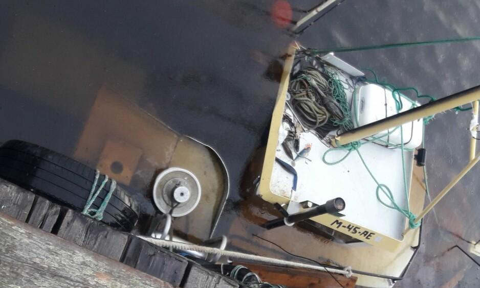 MS EIRIN: Båten til Tommy Syversen er arbeidsplassen hans. En tidlig oktobermorgen oppdaget han at hele båten stod under vann. Foto Privat.