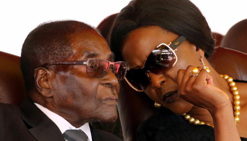 FJERNES: Ledelsen i Zimbabwes regjeringsparti ZANU-PF kommer til å avsette Robert Mugabe som partileder på søndag, ifølge partikilder. Foto: Philimon Bulawayo / Reuters / NTB Scanpix