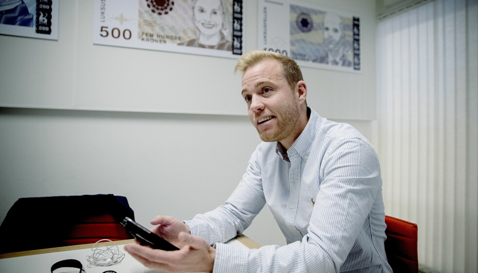 - SKAMMELIG: Regissør Ante Bjelland i Luksusfellen mener måten han ble oppringt med tilbud om forbrukslån er «skammelig». Det synes ikke telefonselgerens sjef Linus Englund. Foto: Bjørn Langsem