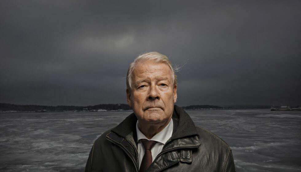 TIDLIGERE FORMANN: Tidligere FrP-formann Carl I. Hagen følger med på det som skjer på Stortinget i dag. Foto: Jørn H Moen / Dagbladet