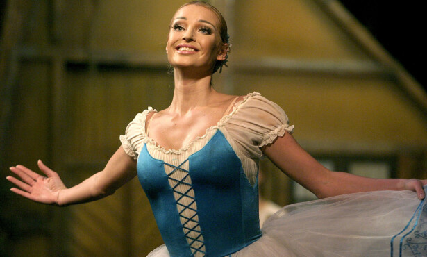 STJERNEDANSER: Anastasia Volochkova var en av Bolsjojballettens største stjerner før hun fikk sparken i 2003. Foto: AP Photo/ Interpress