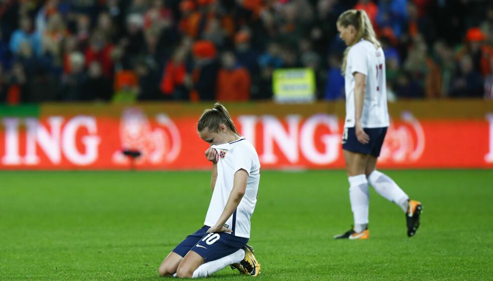 KOLLAPS: Norge tapte 2-3 mot Canada etter å ha ledet 2-0 til pause. Her etter VM-kvalikkampen mot Nederland tidligere i høst. Foto: Terje Pedersen / NTB scanpix