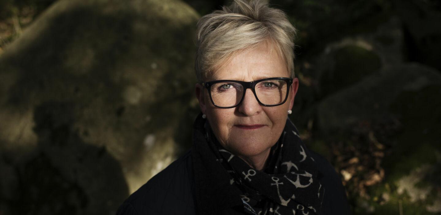 MANNEN FIKK UNG DEMENS: Anne Torhild Pedersen holdt på å knekke helt sammen da mannen som hun ville bli gammel sammen med fikk demens. FOTO: Marie von Krogh.