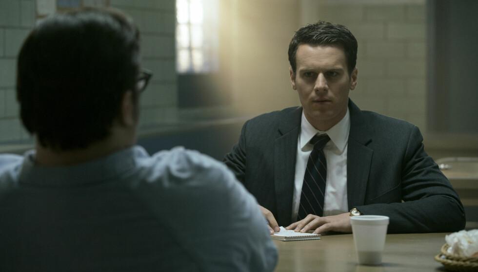 """Basert på virkeligheten: Både Holden Ford i """"Mindhunter"""" og Jack Crawford i Thomas Harris' Hannibal Lecter-bøker er basert på den virkelige FBI-agenten John E. Douglas. Foto: Netflix"""