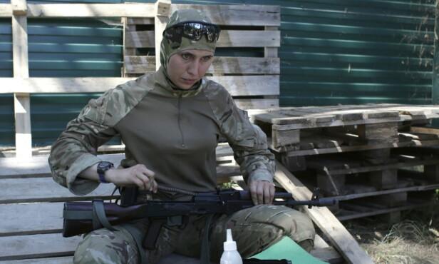 DREPT: Amina Okujeva kjempet som frivillig i Ukraina mot prorussiske separatister. Mandag ble hun drept i det som tilsynelatende var et attentat. Foto: Anatolij Stepanov / AFP / NTB Scanoix