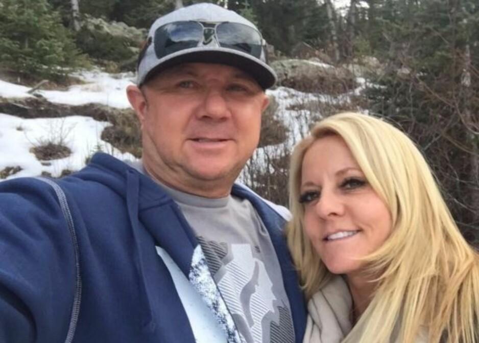 DØDE I TRAFIKKULYKKE: Dennis og Lorraine Carver overlevde massakren i Las Vegas 1. okboter, to uker etterpå døde de i en trafikkulykke. Nå minnes døtrene foreldrene sine og samler inn penger til å hjelpe barn, noe mora var opptatt av. Foto: YouCaring
