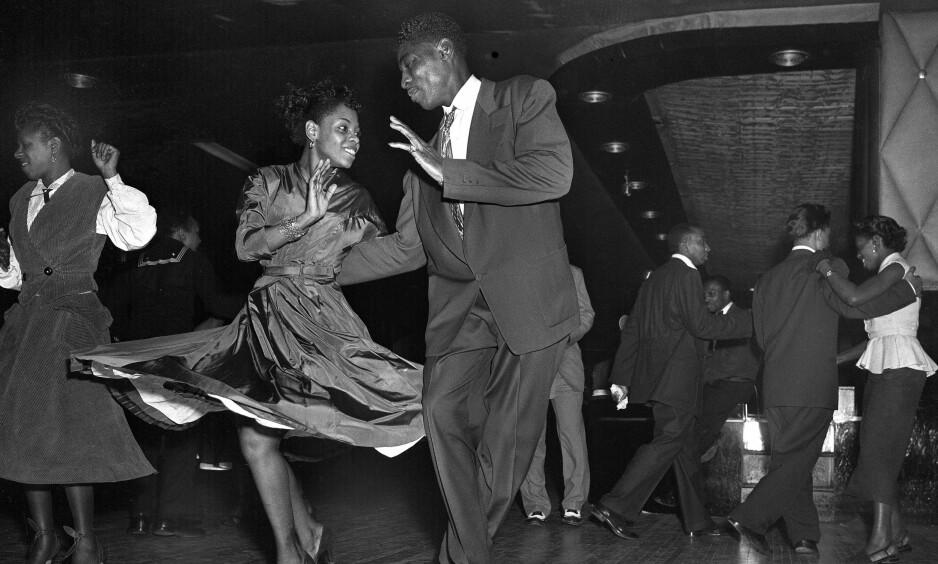 FORBUDT: Dansing i New York har vært forbudt i 91 år. Dette bildet er fra Harlem's Savoy Ballroom, New York i 1953. Foto: NTB Scanpix