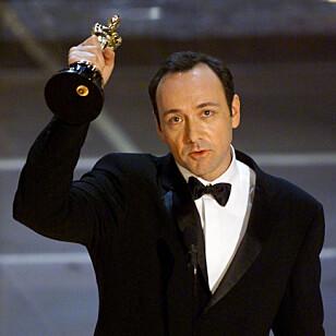 JUBLET: Kevin Spacey tok hjem statuetten for Beste mannlige skuespiller i 2000. Foto: NTB Scanpix