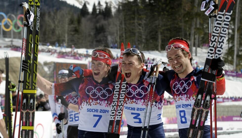 BRÅK: Maxim Vylegzhanin, Alexander Legkov og Ilja Tsjernousov tok medaljene på herrenes femmil i OL 2014. Nå anklages Tsjernousov for å jobbe mot egne lagkamerater. Foto: NTB Scanpix