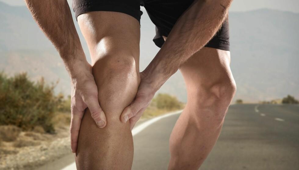 UTSATTE KNÆR: Får du smerter i knærne under trening, er det viktig å avlaste, løpe i annet terreng og eventuelt endre løpemønsteret. Foto: NTB Scanpix