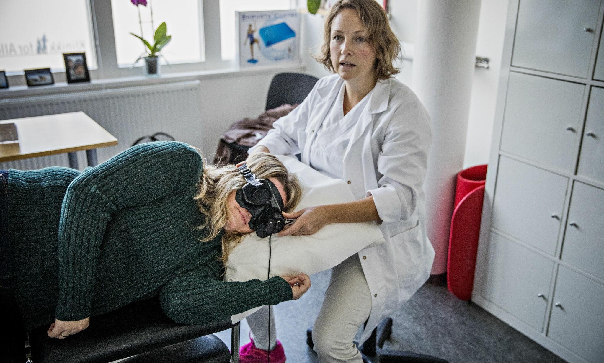 BEHANDLING: Birgit Øygard (46) reiser til Oslo utelukkende for behandling, ofte flere ganger i måneden. Det blir dyrt i lengden, når hun må betale av egen lomme. Foto: Jørn H Moen / Dagbladet
