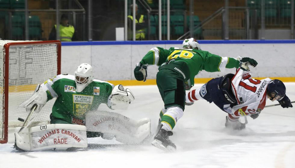 TIL TOPPS: Manglerud Star tapte 1-2 for Lillehammer etter forlengning i eliteserien ishockey torsdag. Lillehammer overtok serieledelsen med seieren. Foto: Cornelius Poppe / NTB scanpix