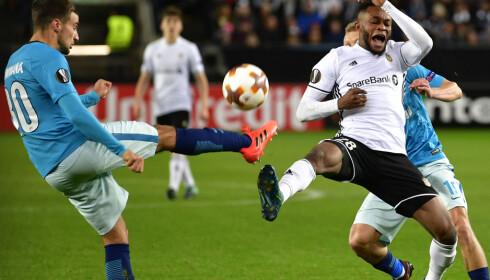 SKAFFET STRAFFE: Samuel Adegbenro ble felt i forkant av 1-0-scoringen til Nicklas Bendtner. Foto: Ole Martin Wold / NTB scanpix