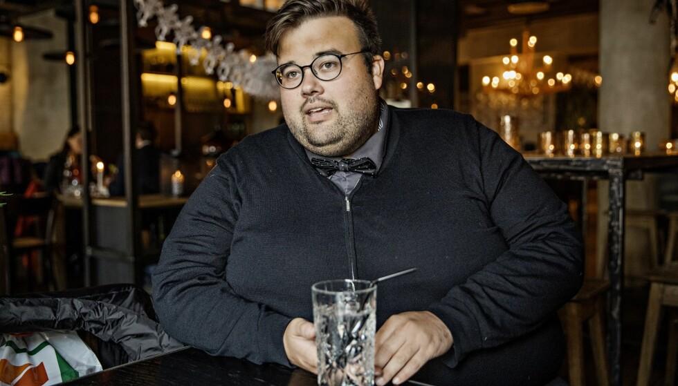 MÅ BRUKE SUGERØR: Jørgen Foss vil en periode slite med ising i tennene, og bærer derfor med seg sugerør når han går ut døra hjemme. Foto: Jørn H. Moen / Dagbladet
