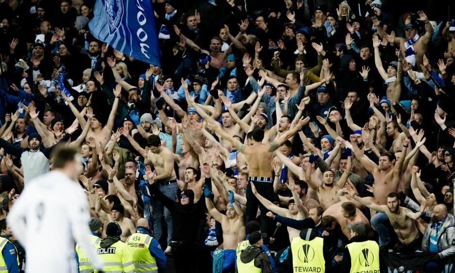 LAGDE BRÅK: Zenit-tilhengere under gårsdagens europaligakamp mot Rosenborg. Foto: Ole Martin Wold / NTB Scanpix