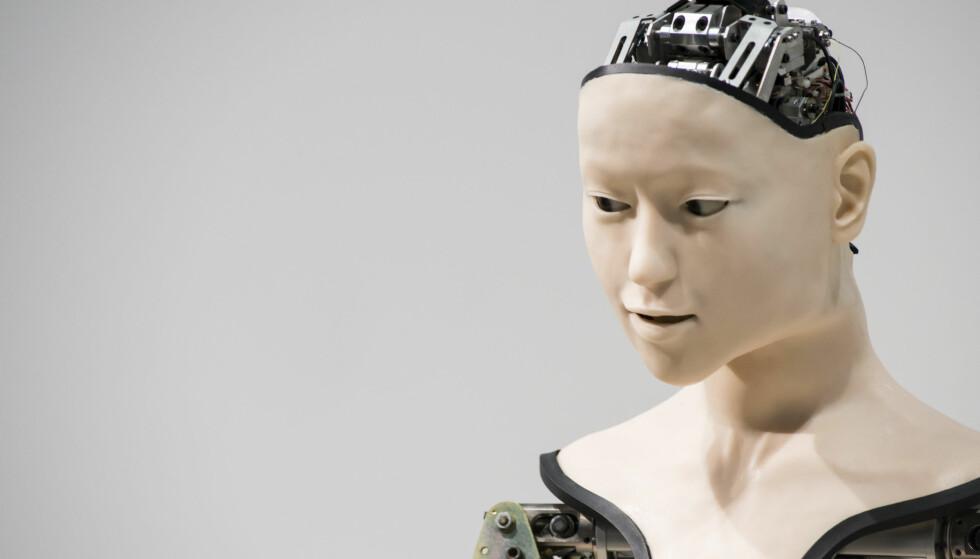 DRØMMEDAMA: Det er mulig Berg ønsker å beskrive drømmedama si, eller å få fram et viktig poeng om kunstig intelligens, roboter og digitalisering i næringsliv og offentlig sektor, men det faktum ble borte i en sexifisert tekst som objektiviserer kvinnerollen, skriver Heidi Arnesen Austlid. Foto: Alessandro Di Ciommo / ZUMA Press / Splash News / NTB scanpix