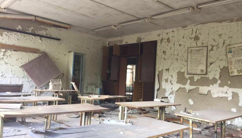 SKOLE: På skolen ligger det fortsatt skolebøker på enkelte pulter - på russisk. Foto: Noric Ukraine