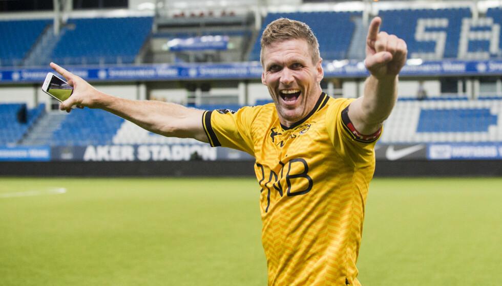 FORTSETTER: Frode Kippe nærmer seg 40 år, men er ikke lei av fotballen. Foto: Svein Ove Ekornesvåg / NTB scanpix