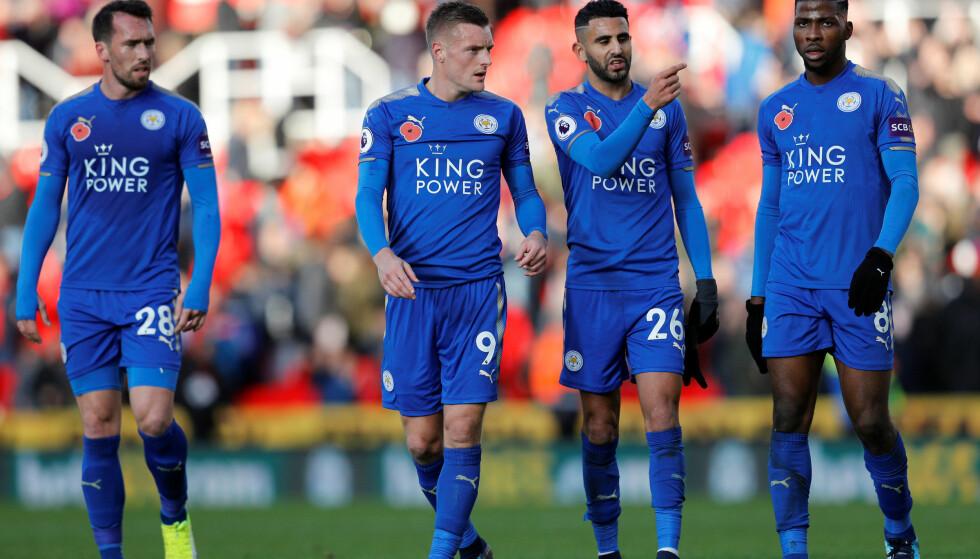ETT POENG: Leicester så ut til å sikre en sterk borteseier mot Stoke, men Peter Crouch kom inn fra benken og stanget hjemmelaget til 2-2 og poengdeling. Foto: NTB Scanpxi