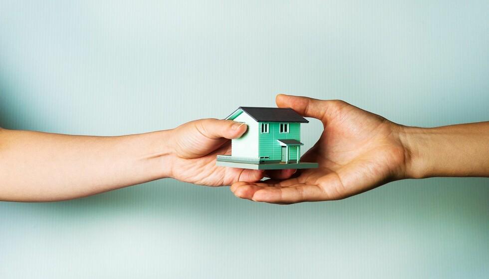 VÆR OBS: Arveavgiften er borte, men du kan likeve ende opp med en høy skatteregning. Foto: Shutterstock / NTB Scanpix
