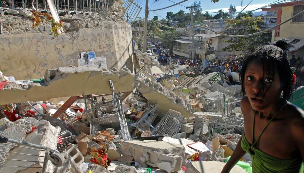 RAMMET: Haiti ble i 2010 rammet av et jordskjelv målt til tilsvarende 7,3 på Richters skala. Forrige uke avdekket VG hvordan hjelpeorganisasjonen Røde Kors hadde skrytt på seg mer hjelp enn de hadde dekning for. Foto: Thony Belizaire / AFP PHOTO / NTB scanpix