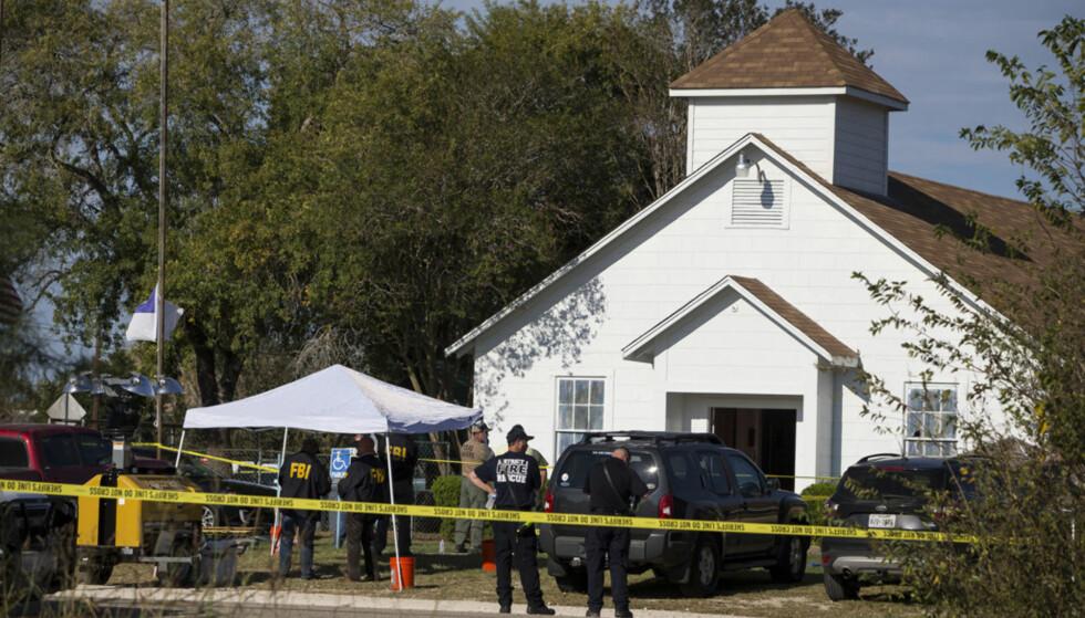 SKYTING I KIRKE: Søndag morgen lokal tid ble denne baptistkirken rammet av en massakre. 26 mennesker skal ha blitt drept og flere skadd. Foto: Nick Wagner/Austin American-Statesman via AP