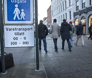 KLARE REGLER: Oslo kommune har bedt politiet om hjelp til å håndheve reglene om kjøring på Karl Johans gate strengere. Foto: Øistein Norum Monsen / Dagbladet