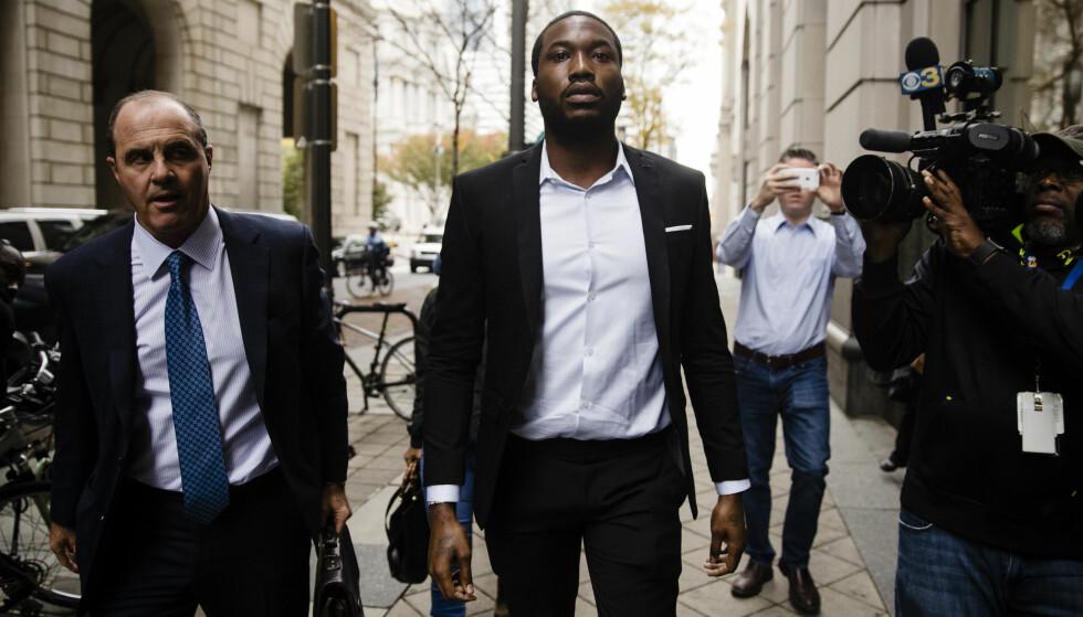 Anke: Mills forsvarer Brian Mcmonagle (t.v) svarte bestemt på om dommen vil ankes. - Det skal være sikkert og visst, sa han. Foto: Matt Rourke / AP / NTB Scanpix