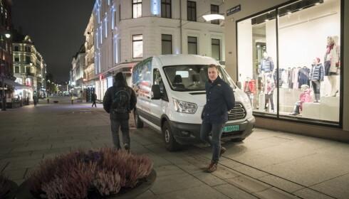 BEKYMRET: Lars Olav Schanz, som kjører mat for Lunsj.no, er redd for fotgjengernes sikkerhet når det blir trangere om plassen på Karl Johans gate.  Foto: Øistein Norum Monsen / Dagbladet