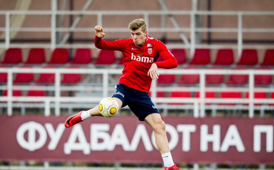 FORMSPILLER: Alexander Sørloth leverer så det suser i Danmark. Lørdag spiller Norge mot Makedonia i Skopje. Foto: Vegard Wivestad Grøtt / Bildbyrån