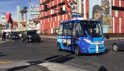 IKKE SOM PLANLAGT: Bare en times tid etter at den førerløse el-bussen ble satt i drift i Las Vegas, ble den påkjørt. Foto: NTB Scanpix