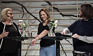 FORFYLLET: Ine Jansen spiller alkoholsert skuespiller i «Personer, steder og ting», her sammen med Anne Grosvold og Hanne Tømta. Foto: Anders Grønneberg