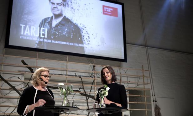 OM EN KATASTROFE: Anne Grosvold i samtale med forfatter Helga Flatland om stykket «Tarjei» basert på trilogien «Bli hvis du kan». Foto: Anders Grønneberg