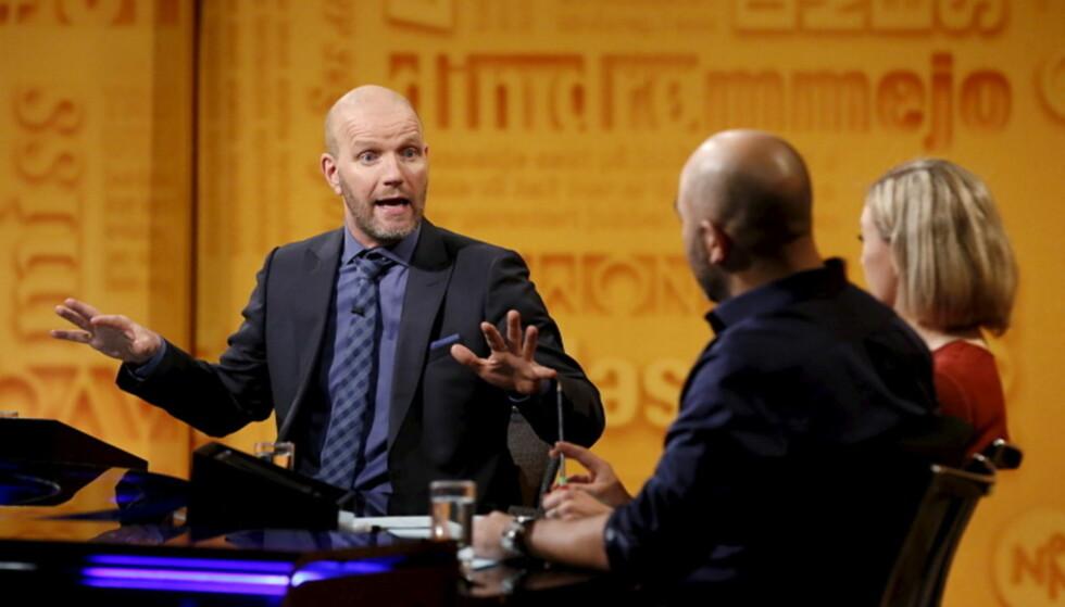 KLAGESTORM: Bård Tufte Johansen og Johan Golden (med ryggen til) i NRK-programmet «Nytt på nytt» opplever igjen klagestorm mot programmet. FOTO: Anne Liv Ekroll / NRK