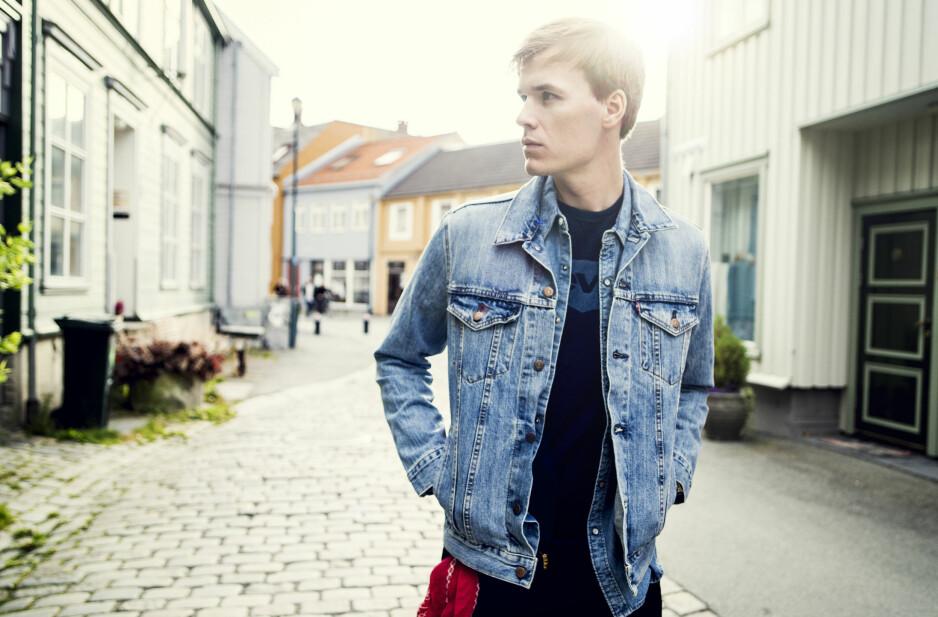 DEBUTANT: Albumdebutant Jo Sverre viser gode takter, men vår anmelder mener han har litt å gå på. Foto: Jens Westbye
