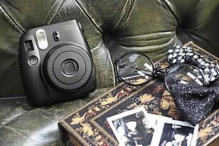 INSTA-BILDER: Ta vare på øyeblikkene med dette stilige Instax-kameraet.