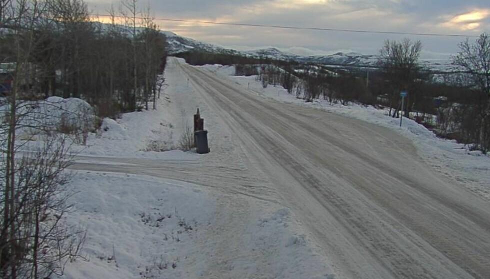 VINTER: I Finnmark er det allerede vinter. Dette bildet ble av E6 i Porsanger fredag klokka 12:15. Foto: Statens Vegvesen