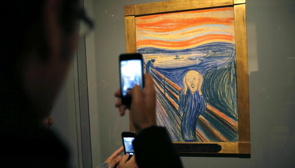 BLE VIST I 2012: Den ene privateide versjonen av Skrik ble vist ved New York City's Museum of Modern Art (MoMA) fra oktober 2012 til april 2013. Men Skrik blir ikke vist når Munch-museet denne uka satser stort i New York. Foto: REUTERS / Mike Segar / NTB Scanpix