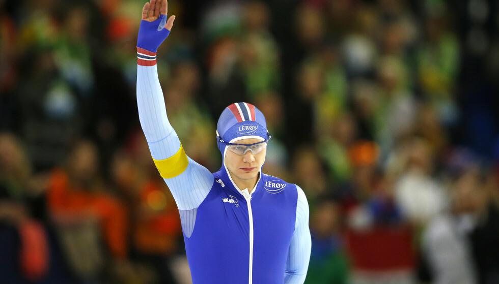 STORFORM: Etter en magrere periode for norsk skøytesport er Håvard Lorentzen en av mange norske medaljekandidater i OL på vei opp og fram i det norske laget. De nye blå draktene er en del av suksessoppskriften og vekker oppsikt i Nederland. Foto: AP Photo/Peter Dejong