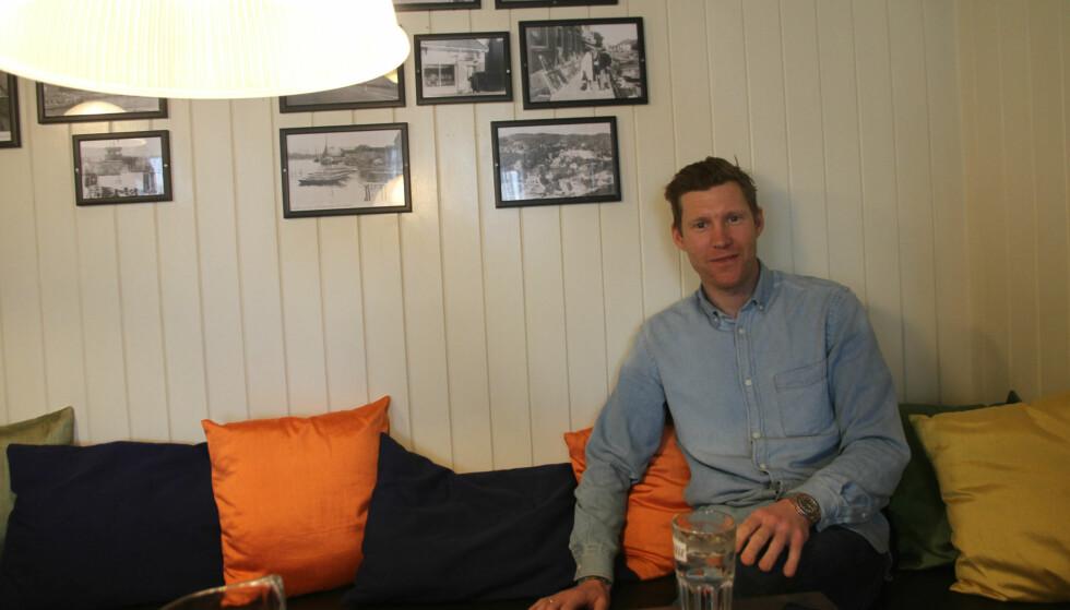 KLAR FOR NYE OPPGAVER: Lars Petter Nordhaug mener det for hans del er ideelt å hoppe rett fra toppidretten og videre inn i næringslivet, og det er det han har planer om å gjøre nå. Her er han avbildet på Café Bjørge i Svelvik. FOTO: Jarle Fredagsvik, procycling.no