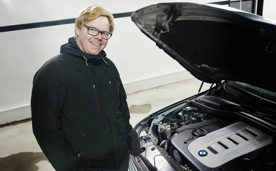 SLITER: Rune Hollerud Bjerke opplever at det er tungt å selge dieselbiler om dagen, til tross for hva ekspertene sier. Foto: Rune Nesheim