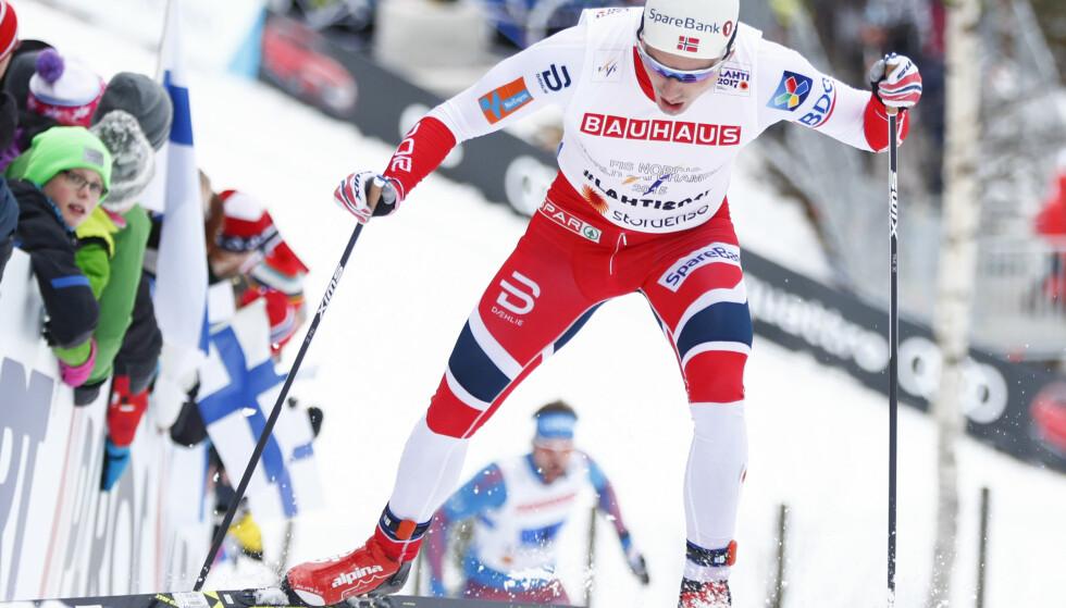 MAGISK SISTEETAPPE: Finn-Hågen Krogh under Lahti-VM med Segej Ustjugov rett bak. VMs beste løper var så nær i en mil, men kom aldri nært nok. FOTO: Terje Pedersen / NTB scanpix