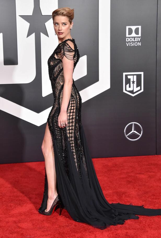 COMEBACK: Amber Heard så ut til å ha lagt det vonde bruddet fra Johnny Depp bak seg, da hun ankom den røde løperen. FOTO: NTB Scanpix