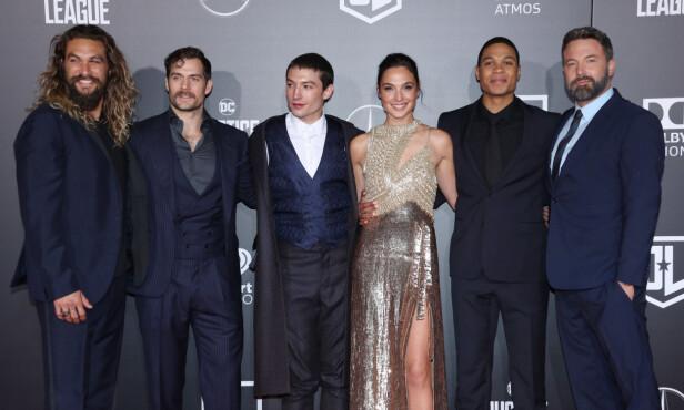 Jason Momoa, Henry Cavill, Ezra Miller, Gal Gadot, Ray Fisher og Ben Affleck spiller sammen i filmen «Justice League». Foto: NTB Scanpix