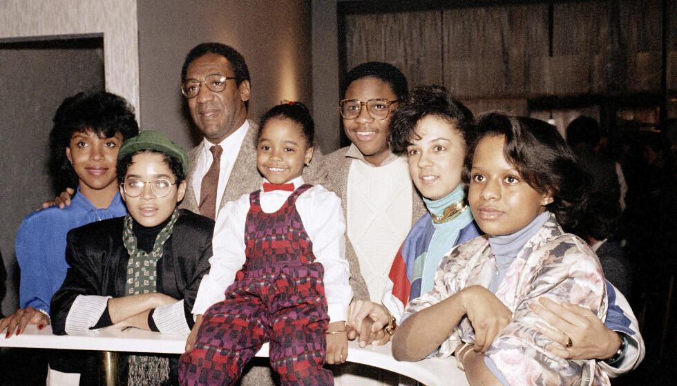 BLE SUPERSTJERNER: Bill Cosby sammen med resten av sin TV-familie i «The Cosby Show» i 1986. Foto: NTB Scanpix