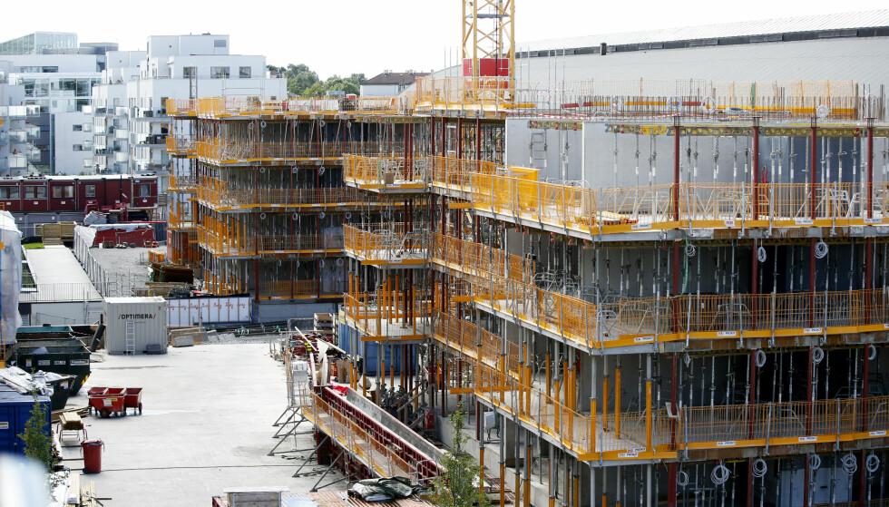 BLIR TROLIG MINDRE BOLIGBYGGING: Boligprodusentenes Forening varsler mindre bygging det neste året. Her et bilde fra et prosjekt på Ensjø. Foto: Lise Åserud / NTB scanpix