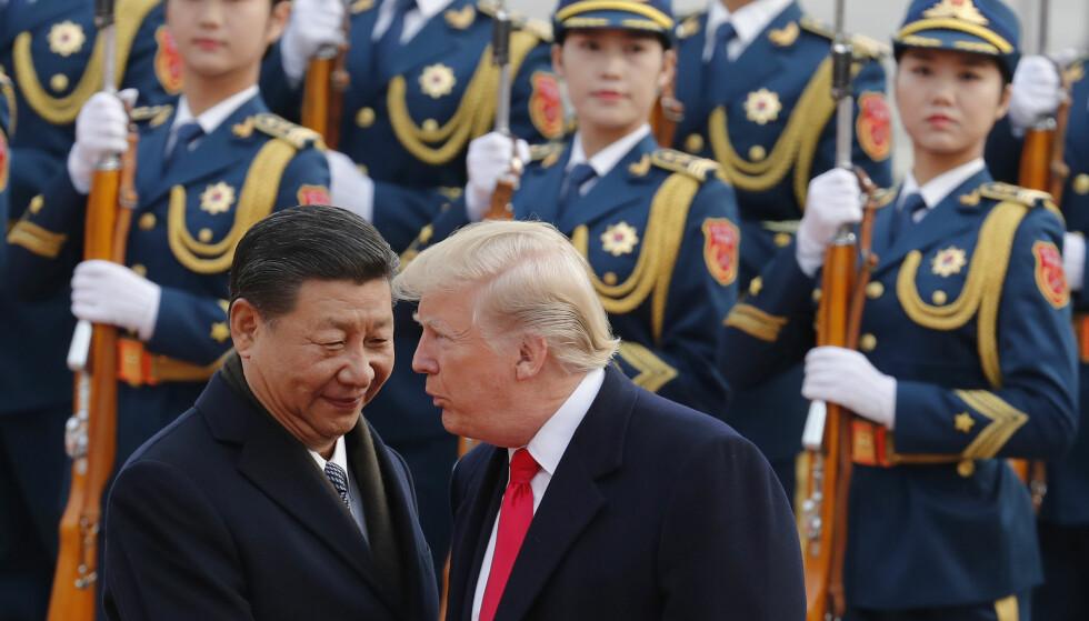 <strong>HVEM HOLDER MASKA?:</strong> Kinas president XI Jinping og Donald Trump i Beijing i 2017. Foto: AP / NTB Scanpix